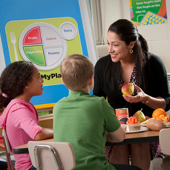 Teacher teaching kids about nutrition.png thumbnail